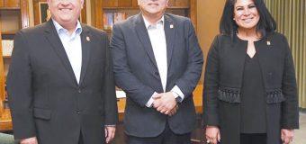 Alcalde con Rector de la UABC