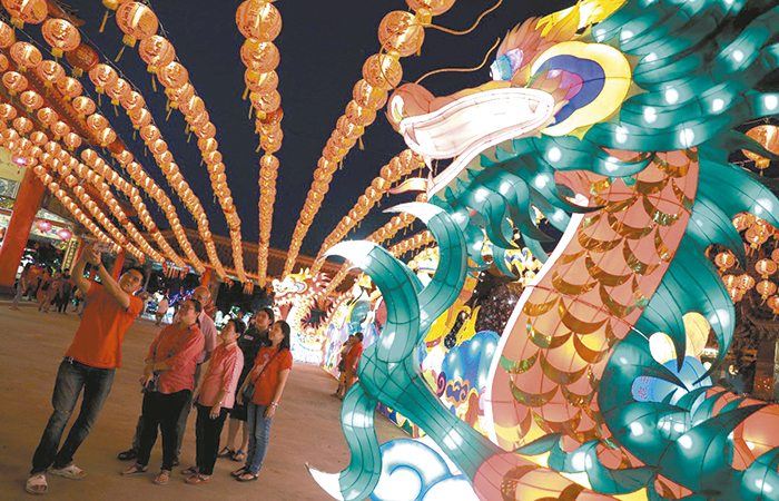 Celebran con ceremonia vistosa y colorida el Año Nuevo Chino