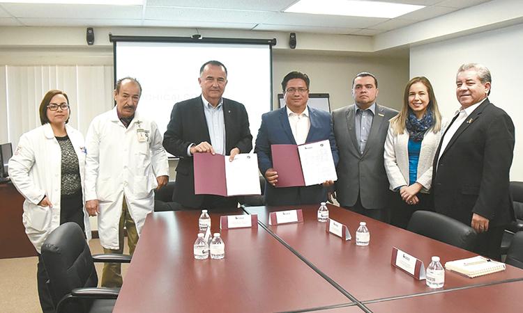 Marco Novelo firma convenio con Universidad Xochicalco