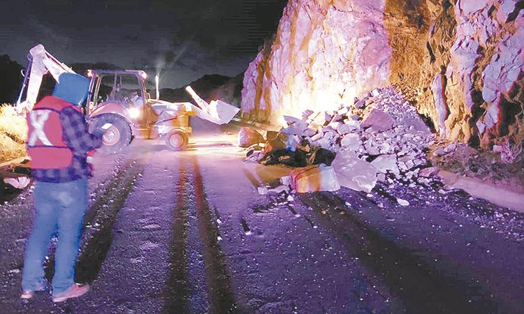 Remueven material de carretera de Valle de la Trinidad