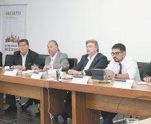 Gobernador Kiko Vega, en Sedatu, con Román Meyer