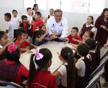 En el valle, alcalde entrega desayunadores a escuelas