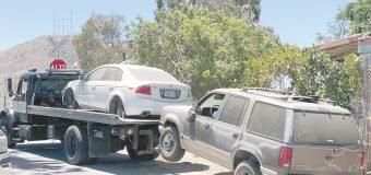 Retiran vehículos de  la vía pública en Tecate