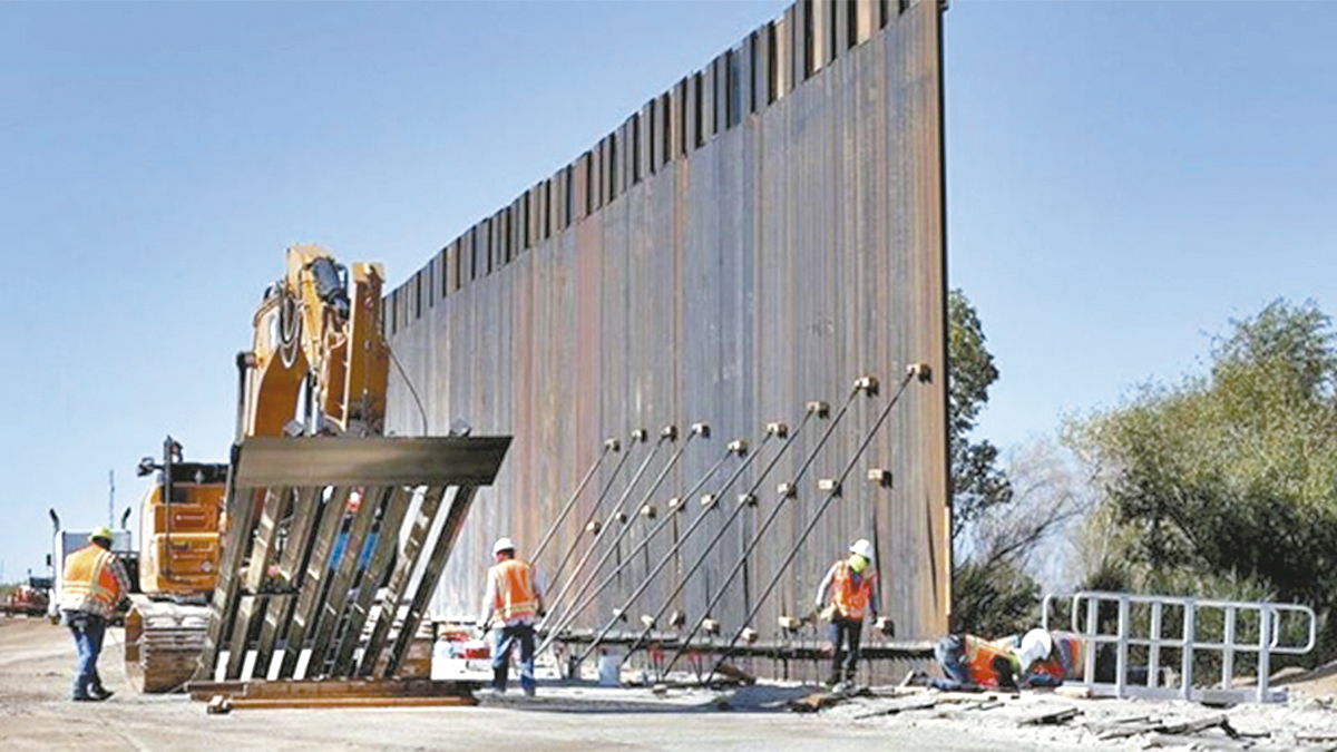 El muro fronterizo de Trump  toma forma en Yuma, Arizona