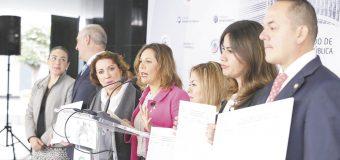 Ilegalidad en consulta  popular: Gina Cruz
