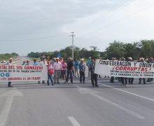 Ganaderos bloquean la carretera Valles-Tampico