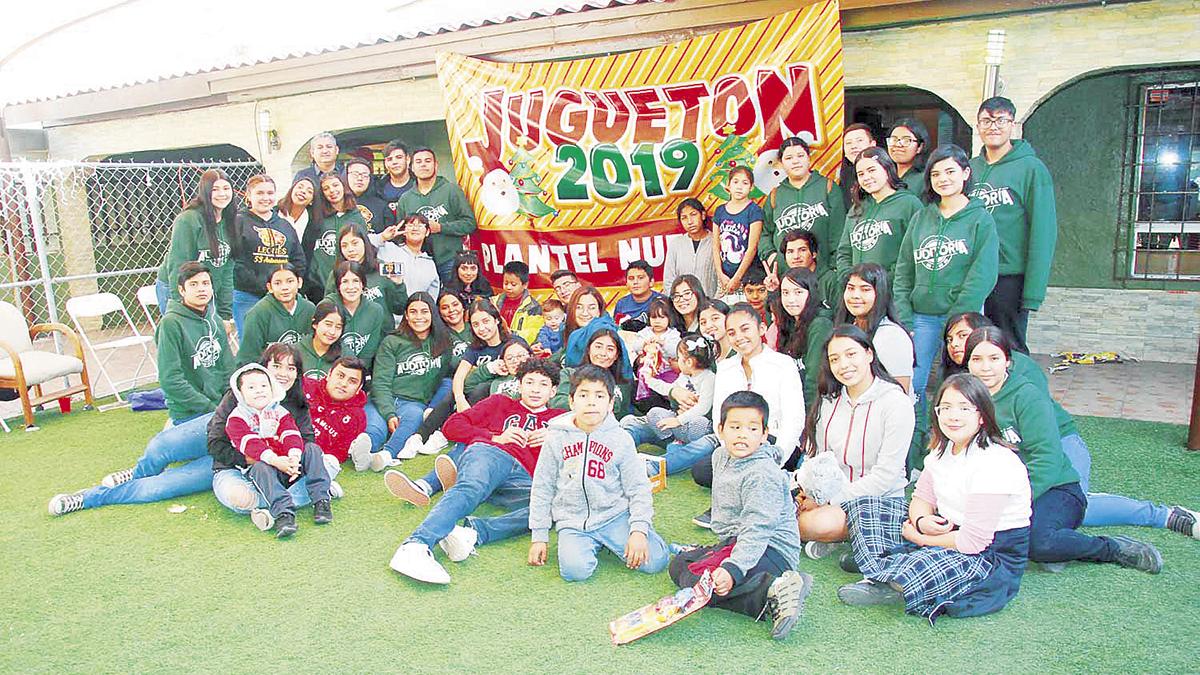 """Estudiantes del Cobach Nuevo León llevan alegría a """"El Niño Feliz"""""""