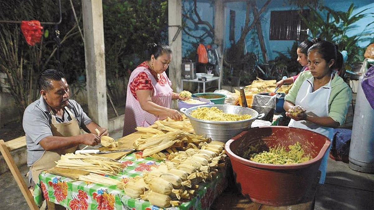 Indígenas conservan legado prehispánico del tamal en sureste de México