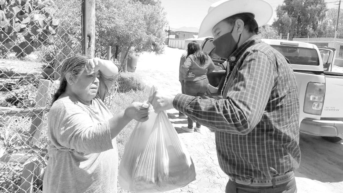 Diputado Juan Melendres Espinoza atiende a residentes de su distrito