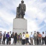 Periodistas de Mexicali hacen guardia de honor en monumento a Francisco Zarco